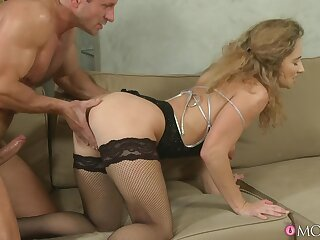 Trimmed pussy mature Ameli Saase gets fucked balls gaping void on the sofa